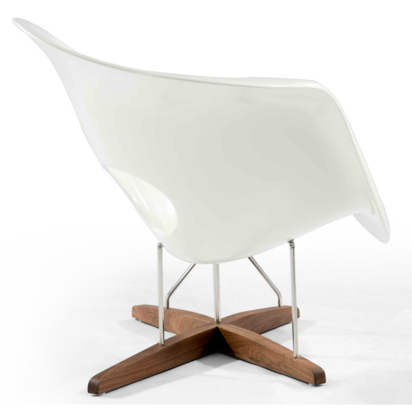 Reproduction of Eames La Chaise Lounger